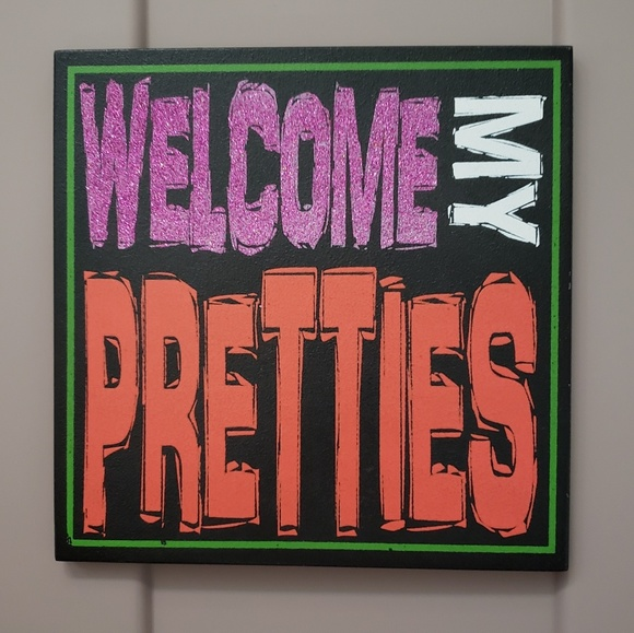 Holiday welcome my pretties halloween wood sign poshmark for D sign shop